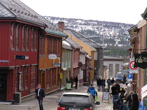 roros-norway-shopping-street.jpg