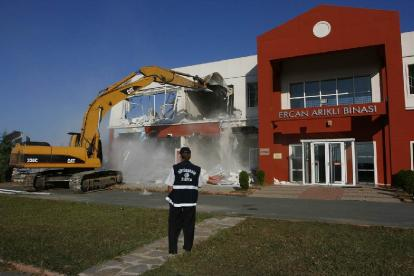municipality-demolished-private-school-2009-08-24_l