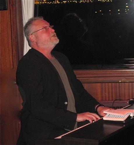 Balik Ekmek Caz-Kent Mete, piano