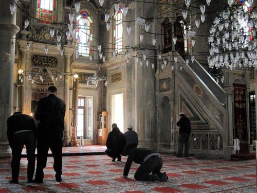 Laleli Mosque praying