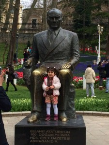 A junior patriot poses with the esteemed Atatürk : Ann Marie's Istanbul